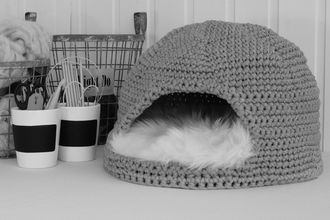 Free Crochet Patterns For Cat Houses : FOR PETS - CROCHET TOYS